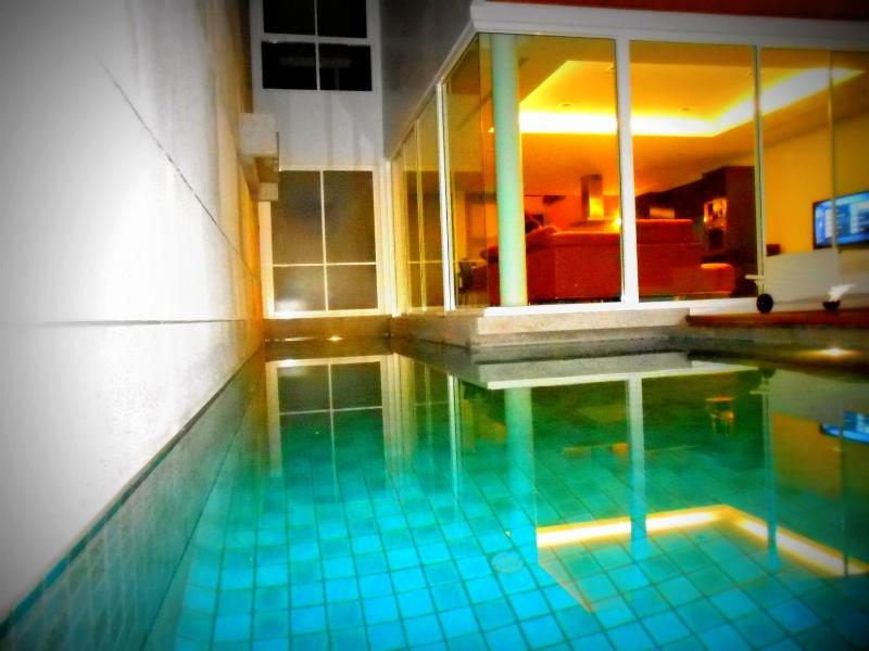 A L-shaped swimming pool with direct access from the living room - 35D - Astonishing Luxury 3 bdrm house private Pool - Kamala - rentals