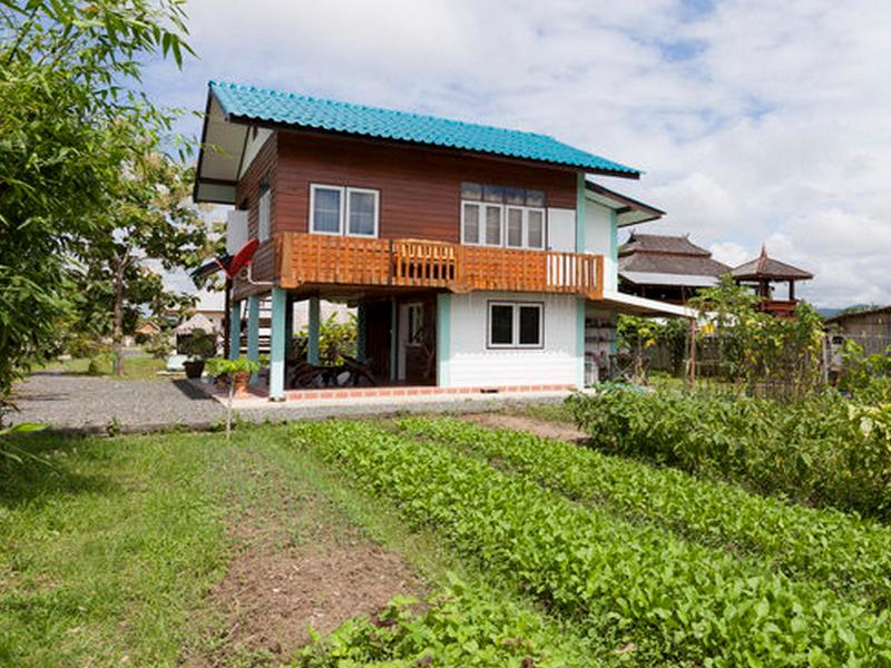 Teakhous seen from the organic vegetable and herbs garden - Traditionai Thai Teakwood house - Doi Saket - rentals