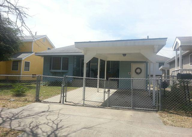3 Bedroom, 1 Bath, Fenced, Off-Street Parking - Image 1 - Galveston - rentals