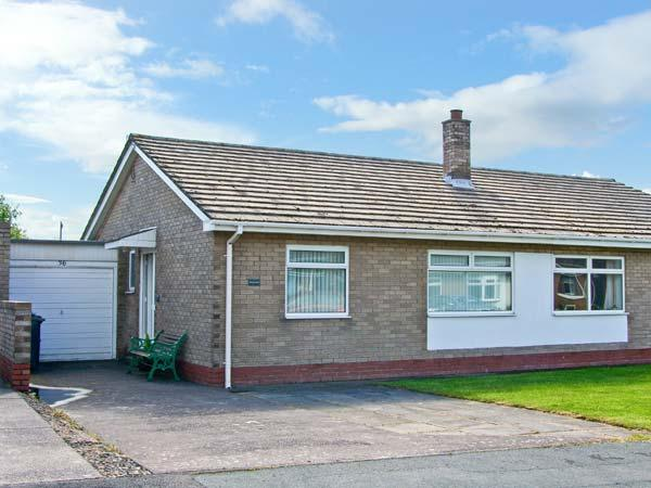MEGSTONE, close to the beach, open plan, ground floor cottage in the centre of Beadnell, Ref. 17562 - Image 1 - Beadnell - rentals