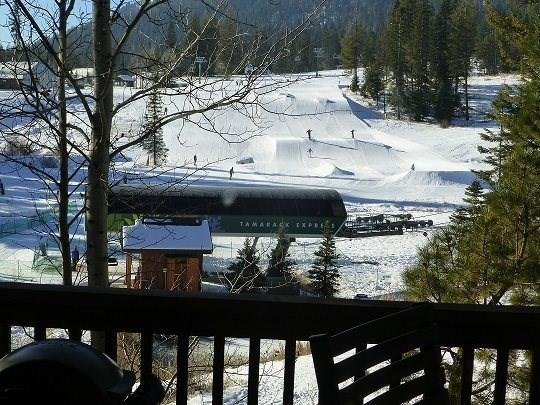 Located directly across from the main lift at Tamarack Resort. Ski-in/out location - Goldenbar 39 One Bedroom, Two Bath Townhome sleeps 4. WIFI. Pet Friendly. Ski-in/Out - Tamarack Resort - rentals