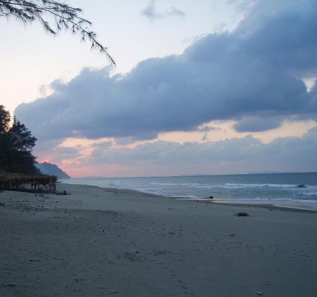 Caribbean Coral Inn Tela sundown, peaceful, quiet, safe, no traffic jams, no rat race - Caribbean Hideaway Cabins, 30 yards from Sea - Tela - rentals