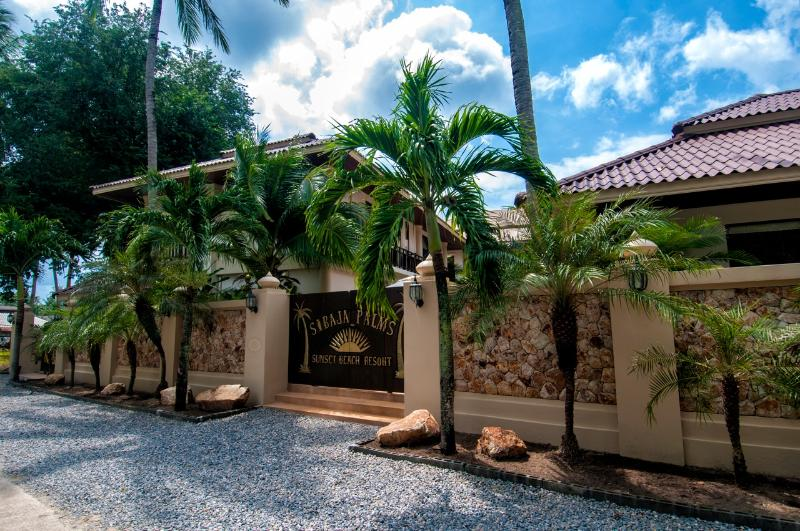 Sibaja Palms Entrance - Sibaja Palms Sunset Beach Luxury Villa - Taling Ngam - rentals