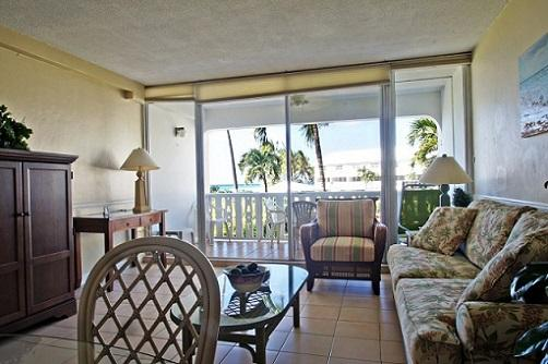 Living Room - Spotless Condo - #08 Harbour Heights 7MB - Seven Mile Beach - rentals