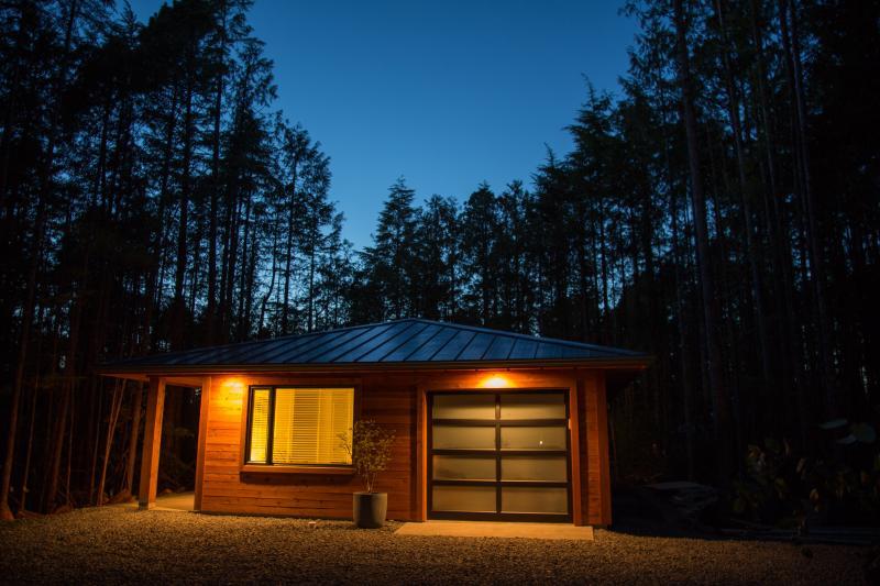 Hemlock Hideaway - 1 bedroom cottage, close to the beach - Image 1 - Tofino - rentals