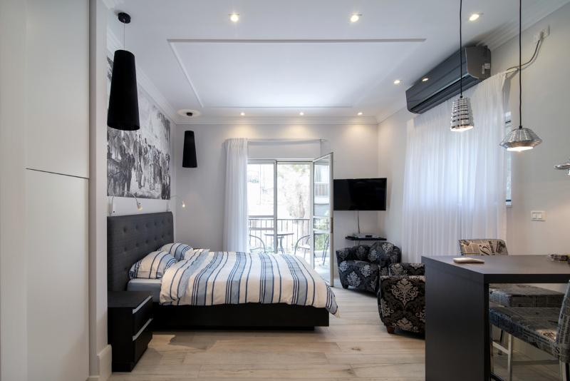 Stylish Botique Studio in Rehavia, Jerusalem - Image 1 - Jerusalem - rentals