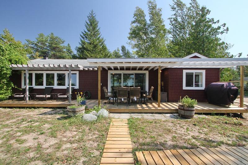 Beach Haven cottage (#803) - Image 1 - Kincardine - rentals
