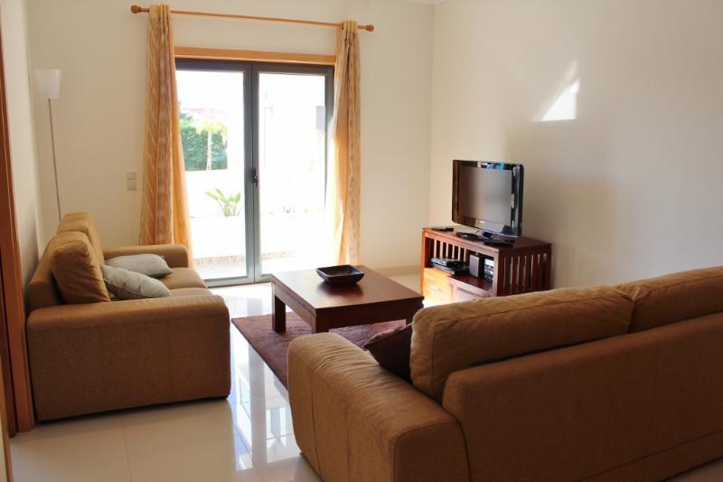 421714 - 2 bedroom apartment - Jacuzzi bath, swimming pool and tennis courts - Sleeps 4 - Sao Martinho do Porto - Image 1 - Sao Martinho do Porto - rentals