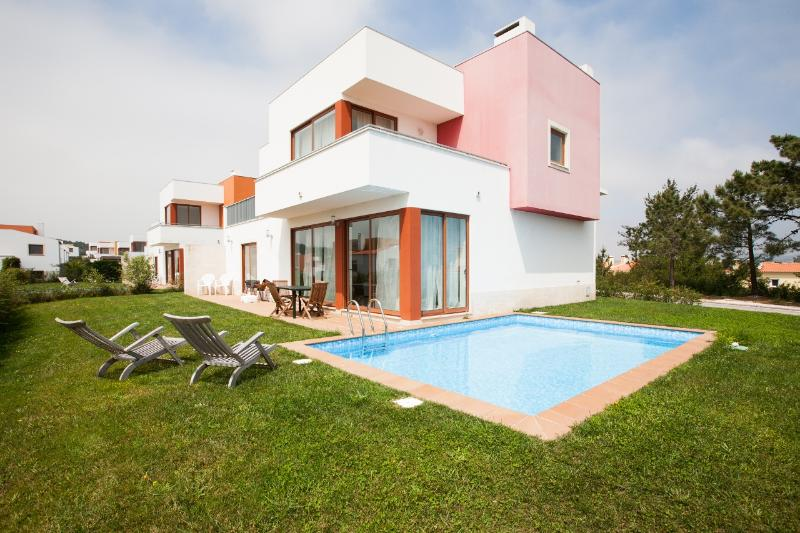 446678 - 3 bedroom luxury villa - Private pool and garden - Sleeps 8 - Bom Sucesso Obidos - Image 1 - Leiria District - rentals