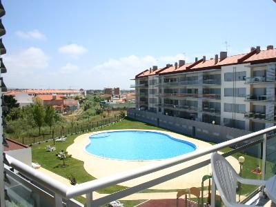 471745 - Modern Air Conditioned apartment with Pool and Childrens play area - Sleeps 6 - Sao Martinho do Porto - Image 1 - Sao Martinho do Porto - rentals