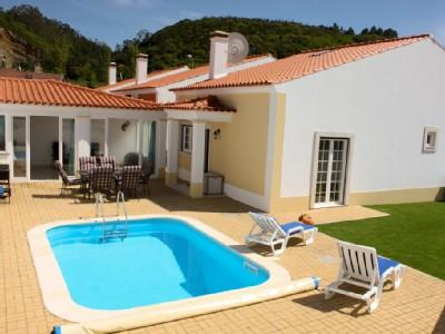 1104943 - 3 bedroom villa with pool - Spacious living/dining areas inside and outside - Sleeps 6 - Obidos - Image 1 - Obidos - rentals