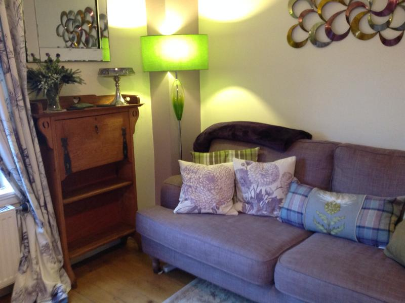 Holyroodhouse Palace Apartment - city centre flat - Image 1 - Edinburgh - rentals