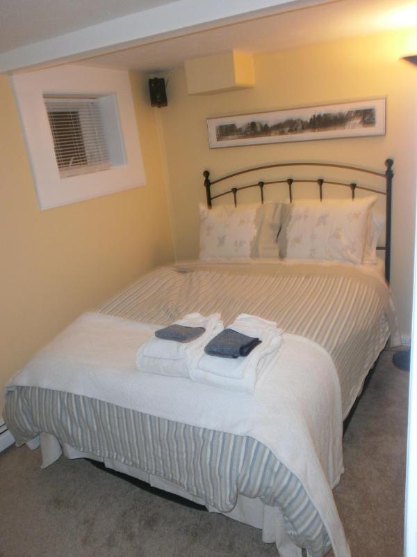 Bedroom #2 - West End 3bdrm/2bath,Deck,Parking Bbq Grill and Washer/Dryer - Provincetown - rentals