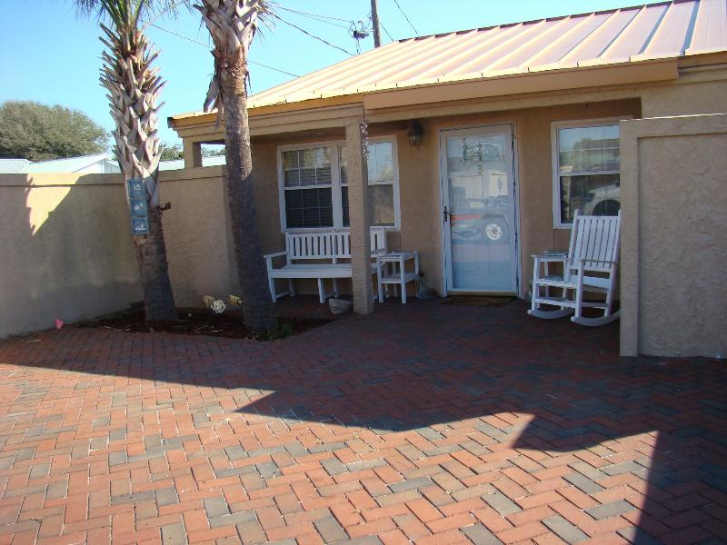 2 car driveway. you can see the ocean from here. - Gulf Whisper - Miramar Beach - rentals
