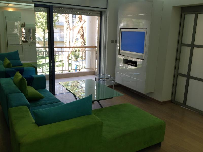 Living Room facing balcony - New - Stylish  4 rooms apartment - Eilat - rentals