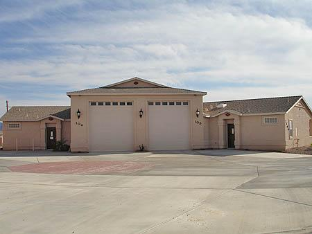 44ft deep RV Garage will fit all of your toys - 1 bedroom Luxury Villa w/RV Garage - Lake Havasu City - rentals