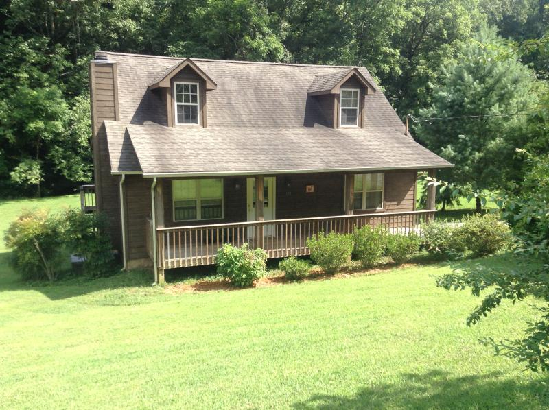 Rooster Creek Cabin - Come home to Rooster Creek Cabin in the Smokies! - Townsend - rentals