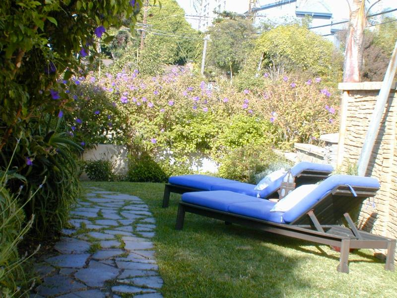 Garden Lounge  Area - Sublime Canal Bungalow In Venice Historical District - Los Angeles - rentals