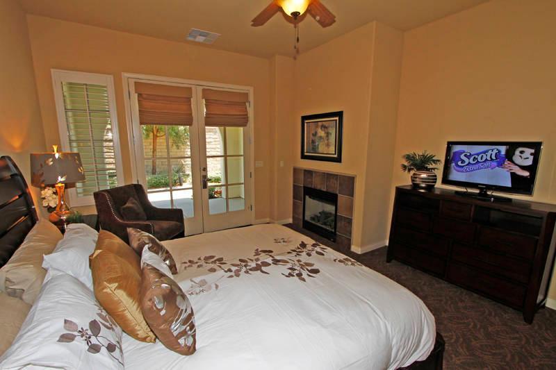 Master Bedroom 1 - New 3bed/3Bath Townhome - Legacy Villas, La Quinta - La Quinta - rentals