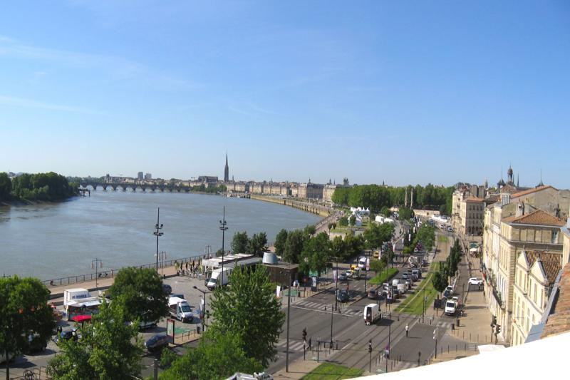 The view from the terrace over the old city of Bordeaux and the river Garonne - Historic center panoramic view, A/C, lift, parking - Bordeaux - rentals