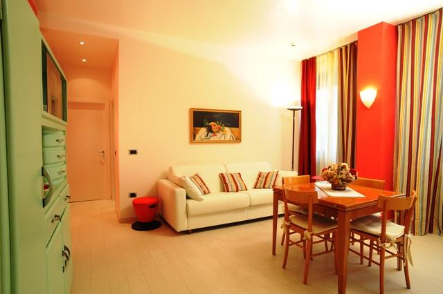 Living area with sofa bed - Siena centre-Red apartment - Siena - rentals
