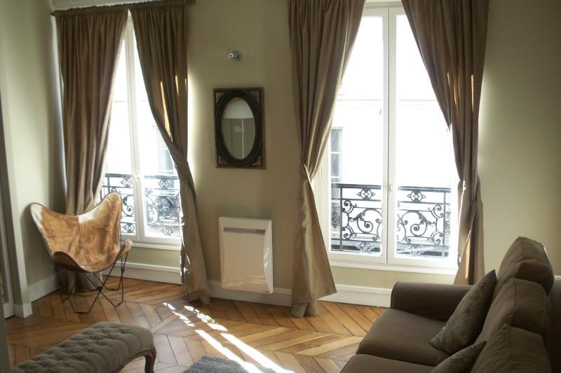 Livingroom - Montorgueil Apartment in Paris - Paris - rentals