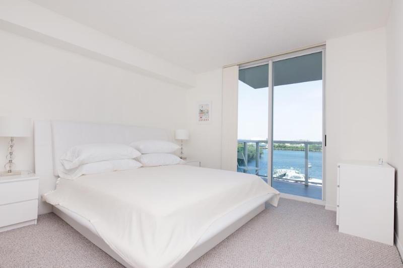 Master Bedroom - 2 bed / 2 bath apartment in Miami 15 - Sunny Isles Beach - rentals