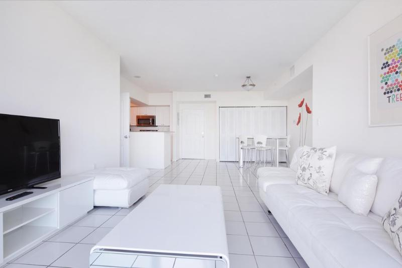 Living room - 2 bed / 2 bath apartment in Miami 5-4 - Sunny Isles Beach - rentals