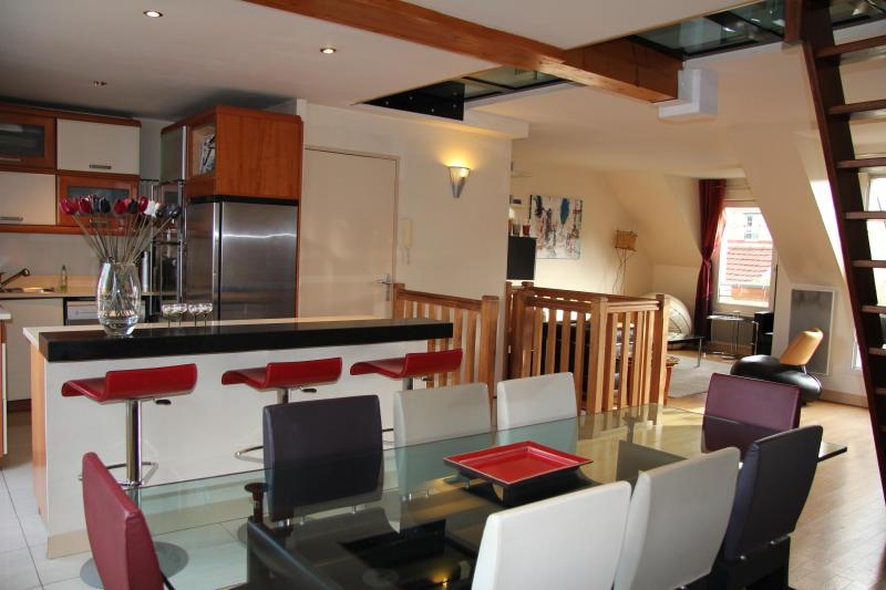 diningroom - 5 BD/9 guests Luxury Apt with terrace and Jacuzzi, + 40sqm SPA - Paris - rentals