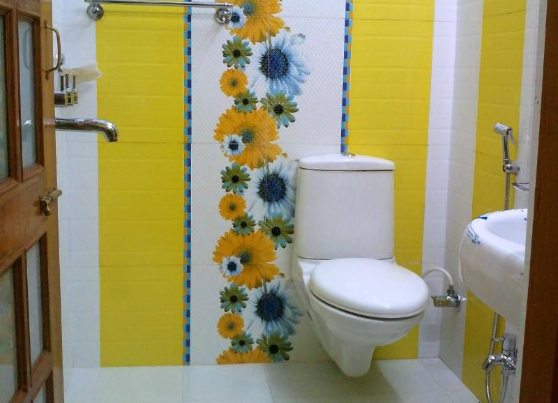 Bath Room - 38$ per day for 2 Guests, One BHK Serviced Apartment SA1 for rent in Lucknow, IN - Lucknow - rentals