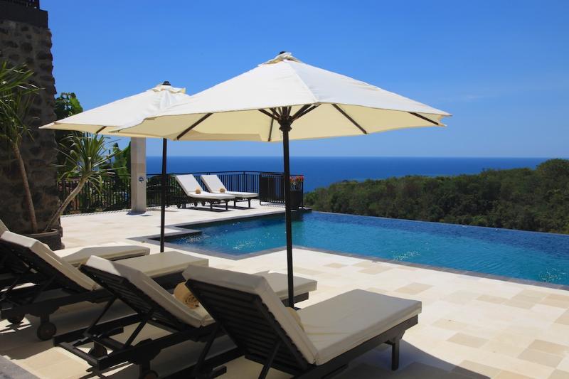Villa Jempiring - new and luxury villa with large pool, staff and fabulous sea view! - Image 1 - Lovina - rentals