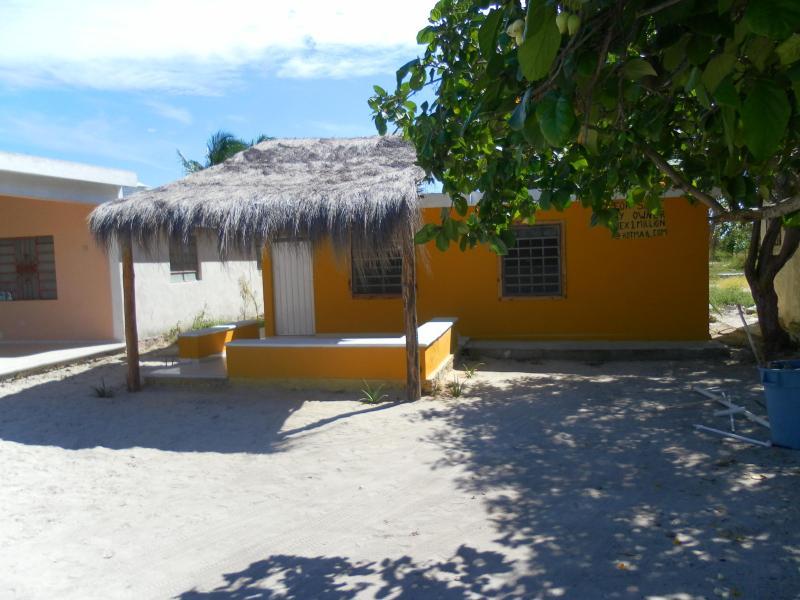 front porch - Cozy Budget Beach rental - Chelem - rentals