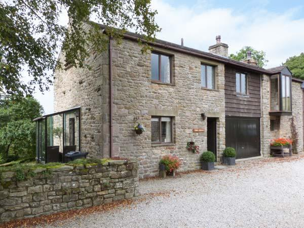 RIVER COTTAGE, woodburning stove, wonderful views in Bentham Ref 27222 - Image 1 - Bentham - rentals