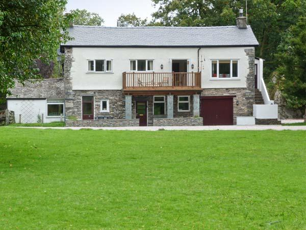 LINGMELL, pets welcome, spacious shared grounds, stunning views, open fire, canoe and kayaks, in Coniston Ref. 28716 - Image 1 - Coniston - rentals