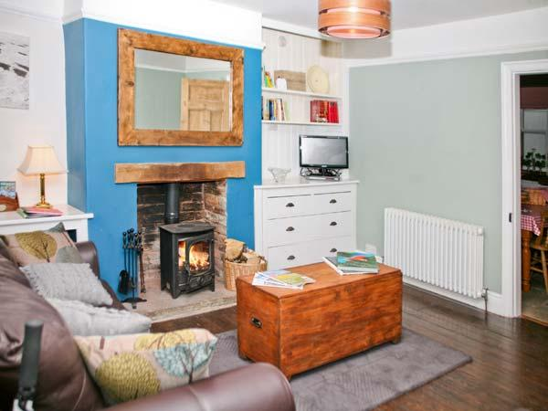 SOUTHEY COTTAGE, woodburner, roll-top bath, en-suite facilities, in Grassington, Ref. 24448 - Image 1 - Grassington - rentals