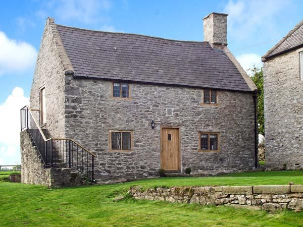TY TABITHA WYNNE, Grade II listed, 17th century cottage, character features throughout, woodburner, near Caerwys, Ref 27655 - Image 1 - Caerwys - rentals