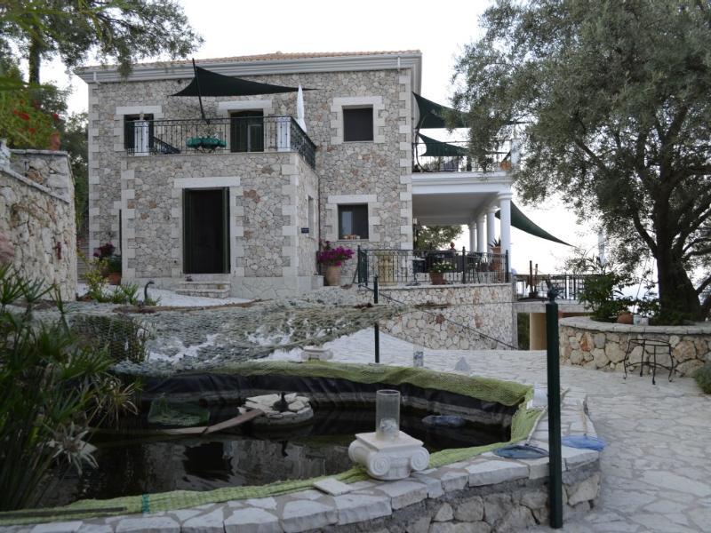 Fischteich 15 m³ und Steinhaus Villa - Fish pond 15 m³ and stone villa - Mikro Lemoni 55m² Stone Villa, 2 terraces, seaview - Lefkas - rentals