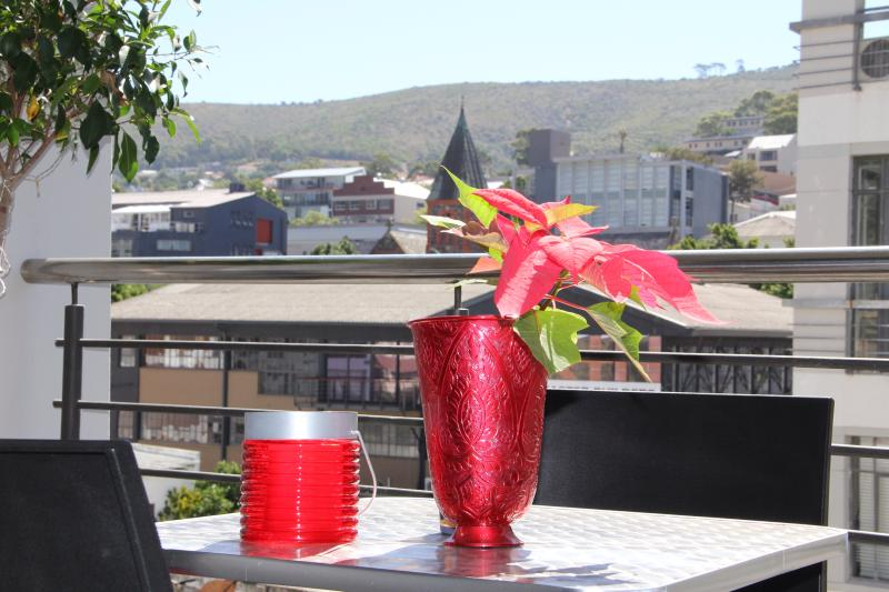 Enjoy a drink or meal on the balcony - Modern luxury 2 bed apartment in city centre - Sea Point - rentals