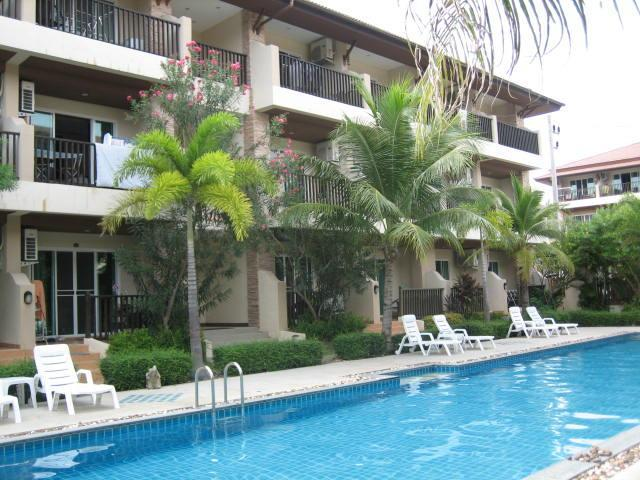 Pool outside apartment - Chaweng DELUXE poolside apartment 53 Ground floor. - Chaweng - rentals