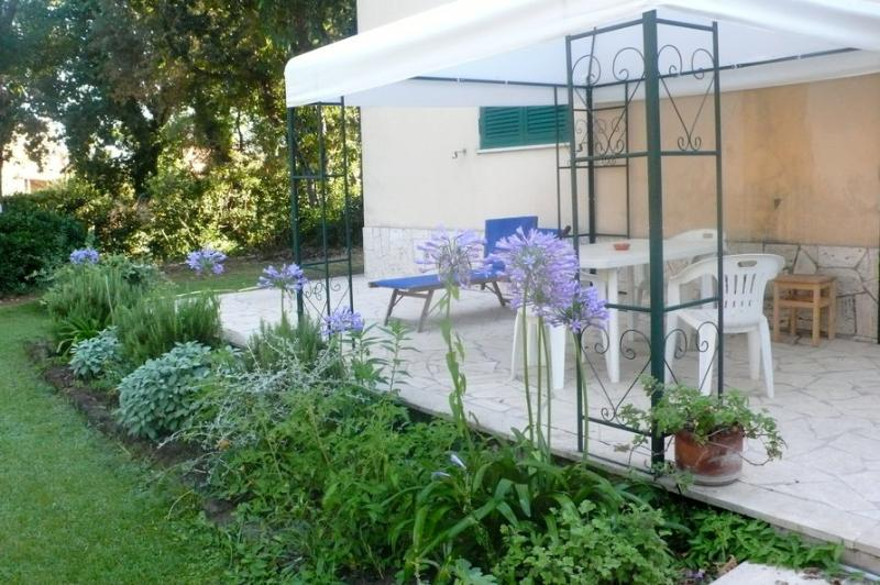 the garden downstairs - Ardea Apartment in villa  at the seaside near Rome - Ardea - rentals