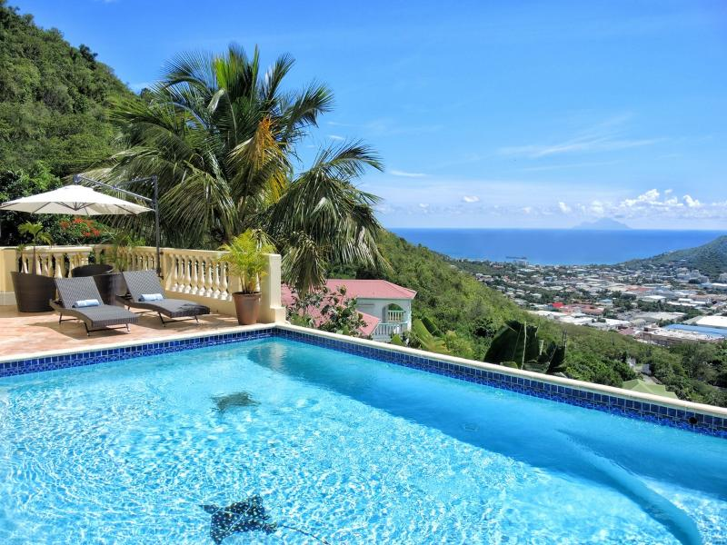 Villa Vista... Almond Grove, St Maarten 800 480 8555 - VILLA VISTA... 5 BR with Breathtaking views of Simpson Bay, Saba Island, the French capital of Marigot - Saint Martin-Sint Maarten - rentals