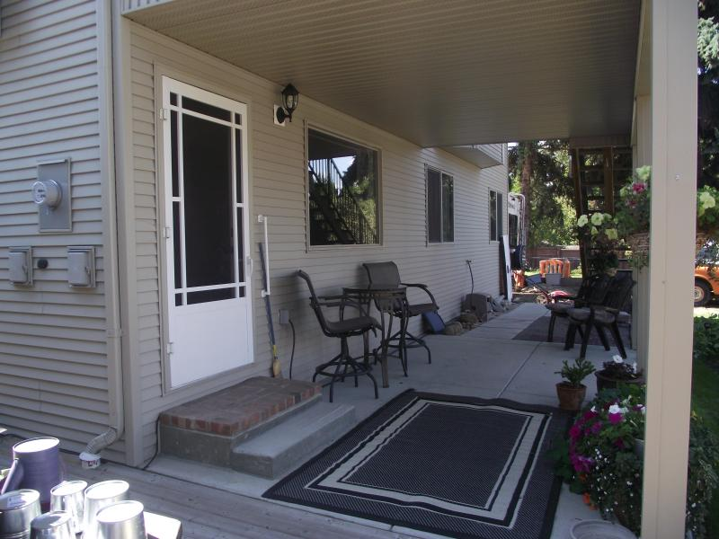 Our guests have a private entrance with a large covered deck and access to the well maintained yard. - Ground Level Suite On East Hill in Vernon BC. - Vernon - rentals