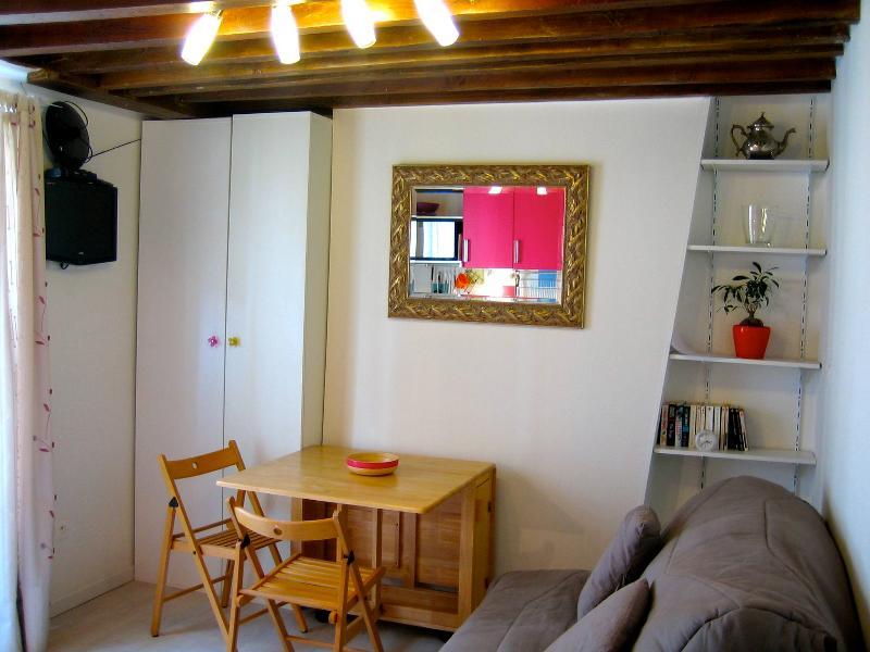 Charming studio with Wifi, Butte aux Cailles place - Image 1 - Paris - rentals