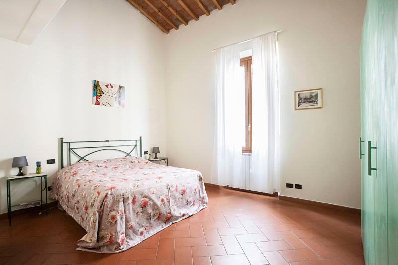 very confortable bedroom with large  window - San Frediano Apartment Rental in Florence - Florence - rentals