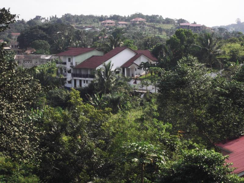 House from garden - Stunning mountaintop apartment with breathtaking v - Accra - rentals