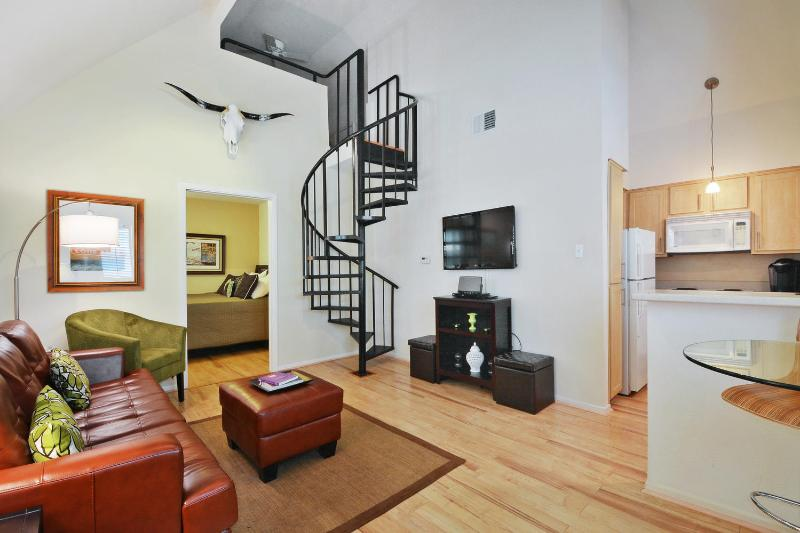 Unbeatable Location 2 blks to Cnvtion Ctr (Loft T) - Image 1 - Austin - rentals