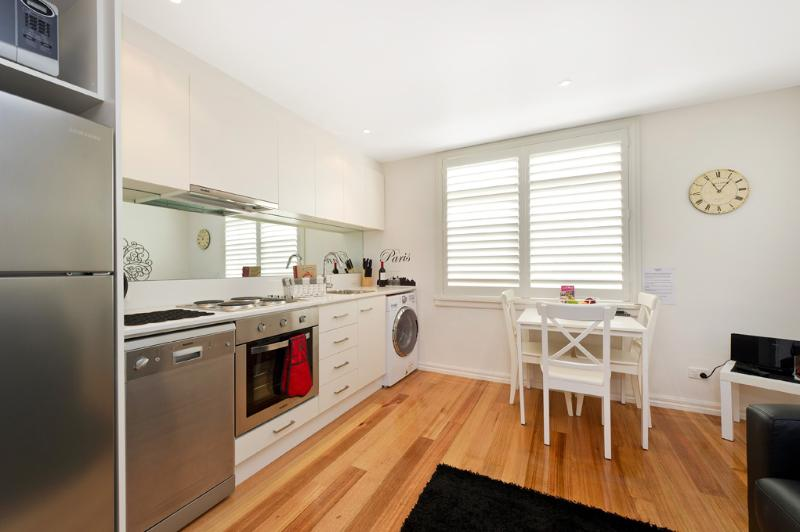 Position Perfect - Carlton Paris Style apartment - Image 1 - Melbourne - rentals