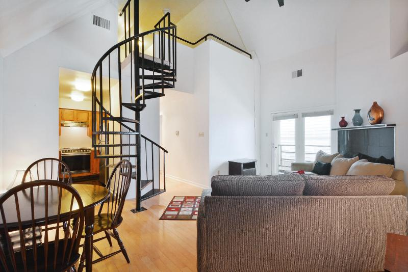 Unbeatable location Next to Cnvntn Cntr (Loft Q) - Image 1 - Austin - rentals