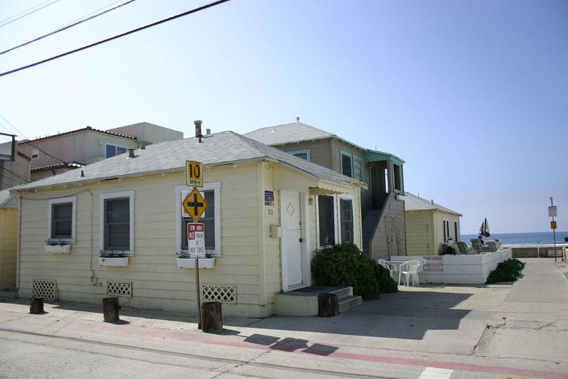 Comfy Beachy Ocean View Cottage - Image 1 - Pacific Beach - rentals