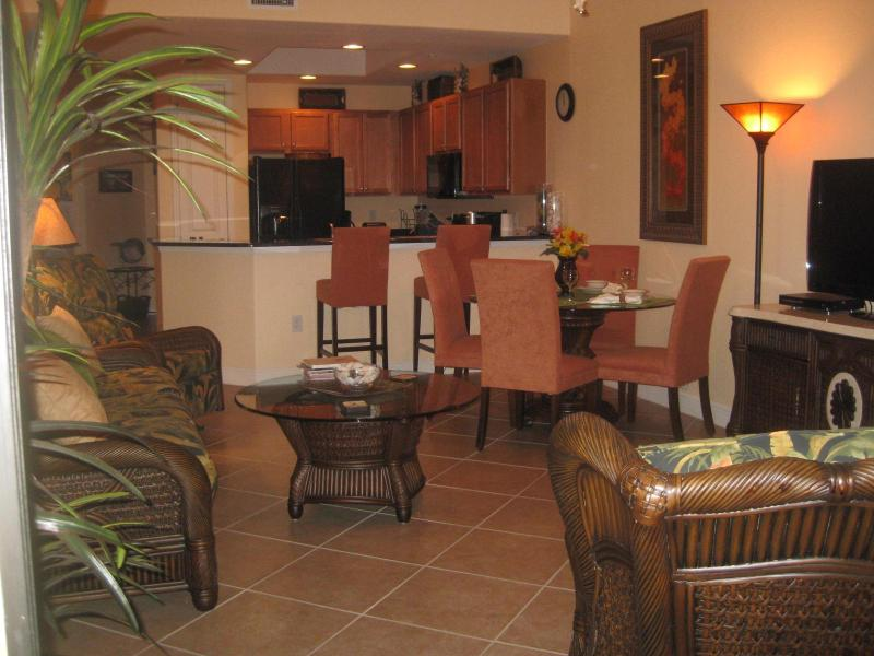 Living area, dining area and kitchen - New & Gorgeous 2 Bedroom/2 Bath Condo In Fort Meyers For Rent - Fort Myers - rentals